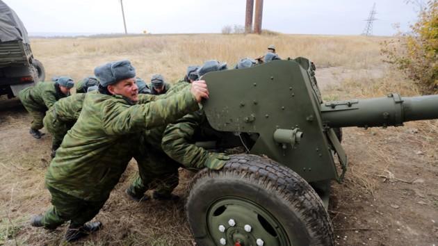Боевики на передовой срочно маскируют артиллерию: названа причина