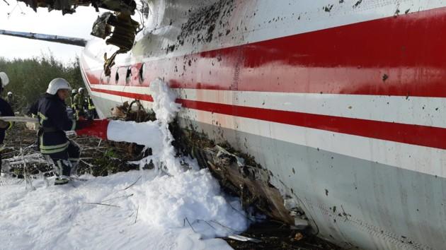 Падение Ан-12 под Львовом: самолет не долетел до взлетной полосы метров 300