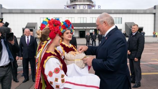 Беларусь не будет дружить с Украиной против России - Лукашенко