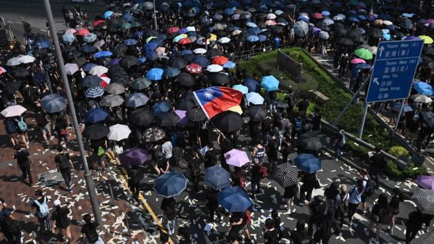 В Гонконге из-за беспорядков закрыли метро