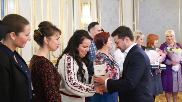Зеленский поздравил учителей с профессиональным праздником: Очень уважаем вашу профессию