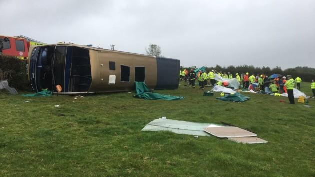 В Британии перевернулся двухэтажный автобус: много пострадавших