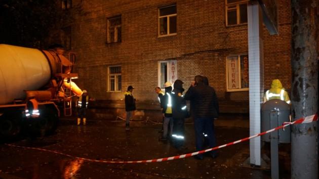 В Днепре под общежитием провалился грунт: 200 жильцов отселяют