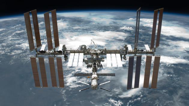 Два астронавта покинули МКС и вышли в отрытый космос