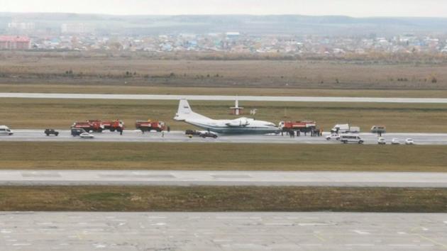В России самолет приземлился без шасси: видео