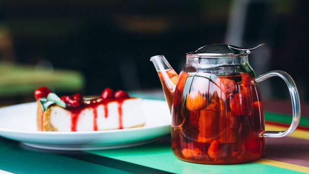 Как приготовить ягодно-мятный тодди: рецепт согревающего напитка