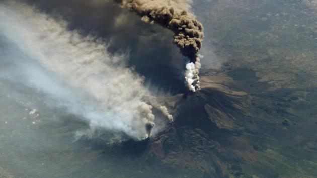 На Сицилии снова проснулся главный вулкан Европы