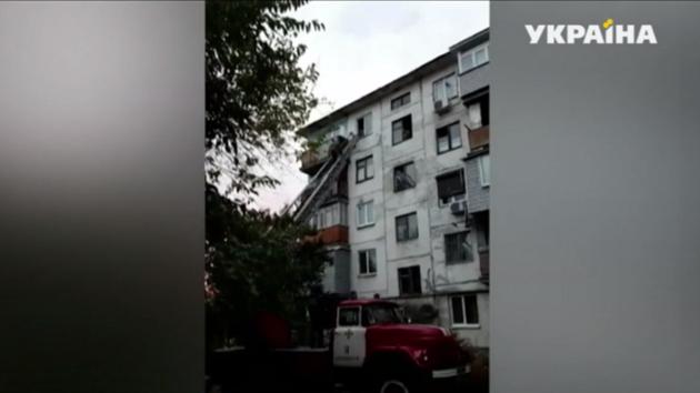 В Кременчуге шестилетний мальчик едва не выпал из окна многоэтажки: видео