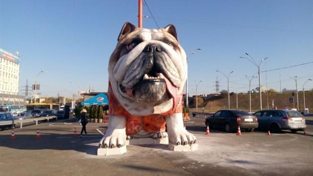 Громадную скульптуру бульдога в Киеве зафиксируют в реестре рекордов Украины