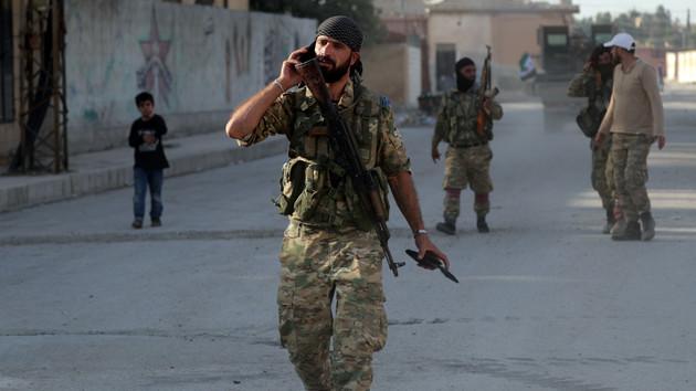 Поддерживаемые Турцией сирийские повстанцы в городе Тал Абьяд. Фото: REUTERS/Khalil Ashawi