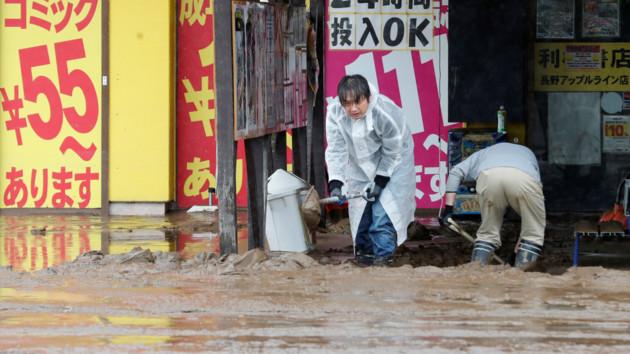 """Тайфун """"Хагибис"""" бушует в Японии: число жертв возросло до 66 человек"""