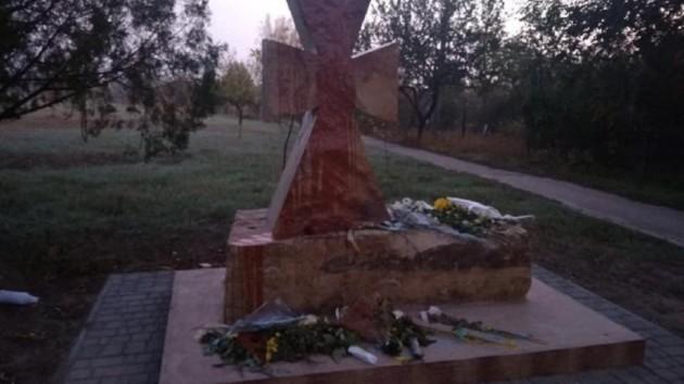 В Одесской области осквернили памятник защитникам Украины