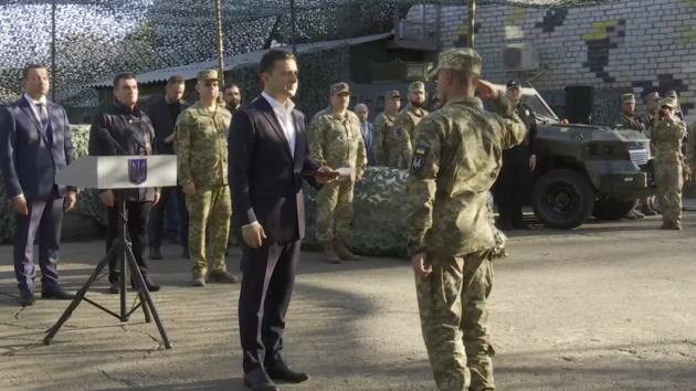 Зеленский прибыл на передовую в зону ООС и наградил бойцов: видео