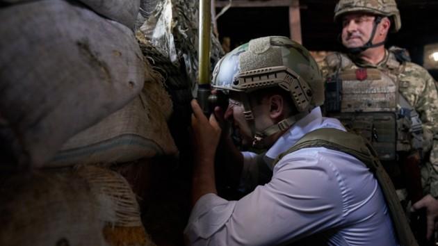 Зеленский прибыл на передовую в зону ООС и наградил бойцов: фото и видео