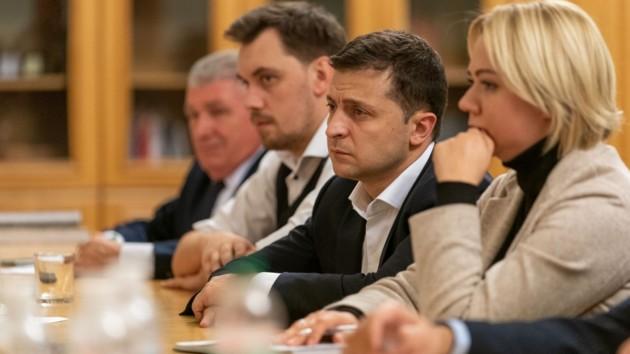 Зеленский встретился с родными военных, погибших на Донбассе