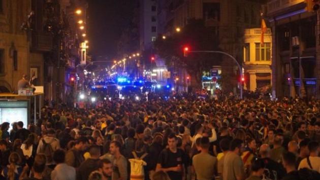 Массовые столкновения в аэропорту Барселоны: более полусотни человек травмированы