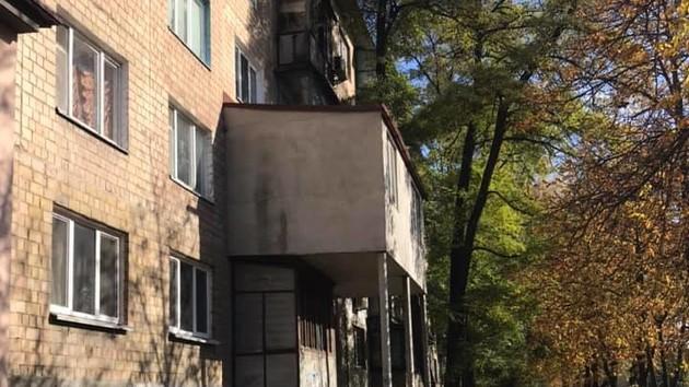 Пристройка в полдома: киевлян удивил царь-балкон на Борщаговке