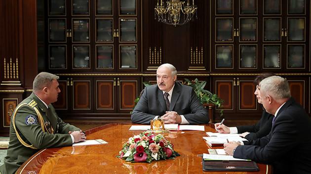 """""""Все пойдем на фронт"""": Лукашенко назначил командующего внутренними войсками"""