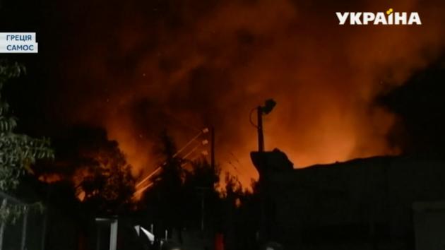 С острова Самос в Греции экстренно эвакуируют беженцев (видео)