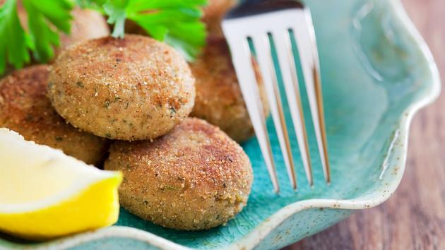 Котлеты из крабового мяса и овощей: рецепт дня