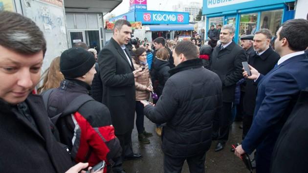 Эксклюзив: Кличко обещает сносить незаконные киоски