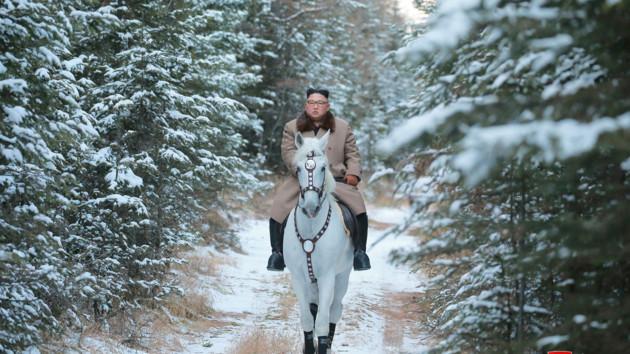 Ким Чен Ын на коне поднялся на священную для корейцев гору
