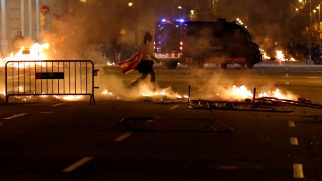 В результате протестов в Каталонии задержали минимум 25 человек