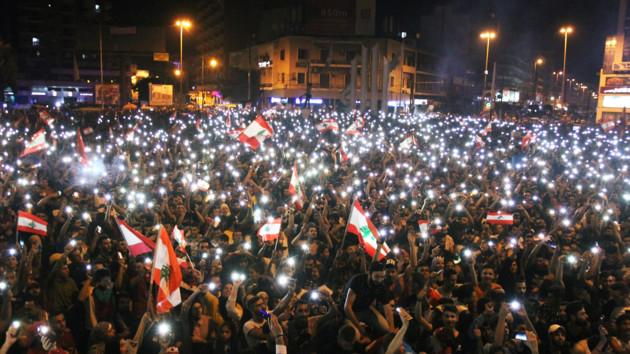 В Ливане десятки тысяч людей требуют отставки правительства