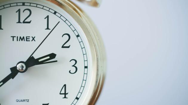 Украина перейдет на летнее время: когда переводить часы