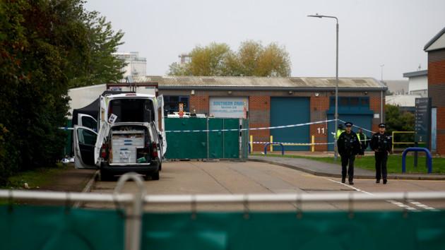 В Британии обнаружили грузовик с телами. Фото: REUTERS/ANF/MMA