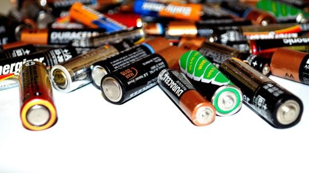 В Україні можуть подорожчати всі батарейки, мобільні телефони та електроніка, фото-1