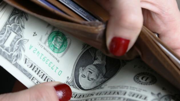В Украине подорожали доллар и евро: официальный курс