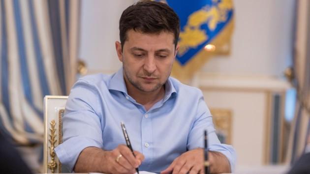Зеленский одобрил добровольное ВНО для школьников и отмену госаттестации