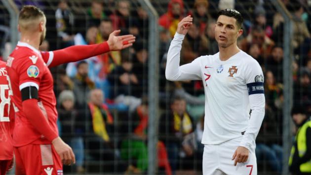 Роналду в матче с Люксембургом