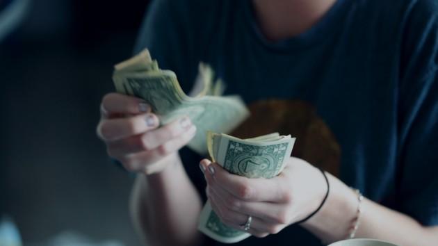 В Киеве начальница госбанка украла у клиентов более миллиона гривен