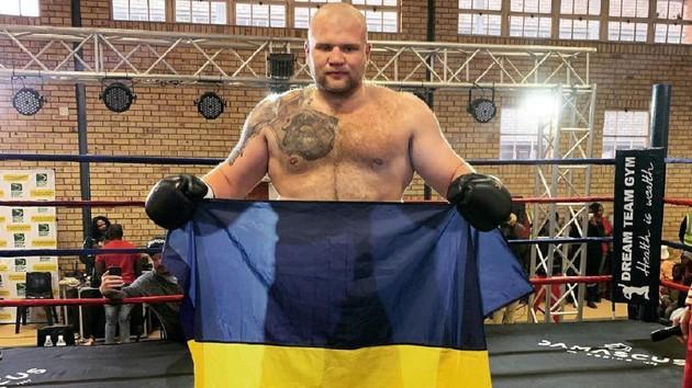 133-килограммовый украинский боксер нокаутировал соперника в первом раунде