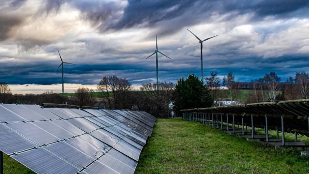 """НКРЭКУ хочет ввести акциз на """"зеленую"""" электроэнергию и сорвать меморандум правительства с инвесторами – Конеченков"""