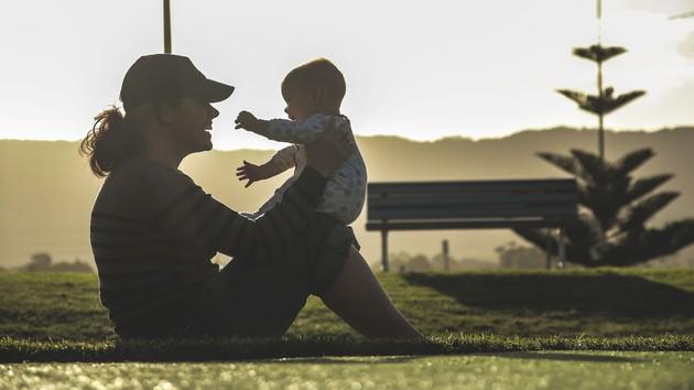 Денежная помощь при рождении ребенка:  как оформить и получить