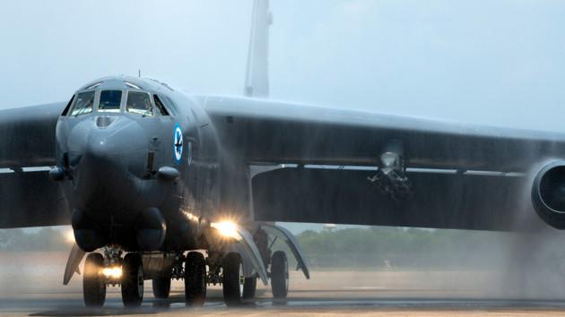 Стратегический бомбардировщик Б-52