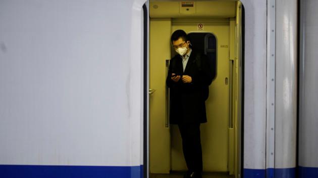 Вирус распространяется. Фото: REUTERS/AS
