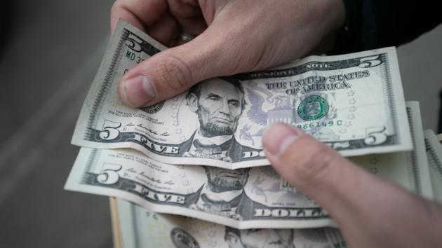 Гривня ушла в пике: в Украине снова подорожали доллар и евро
