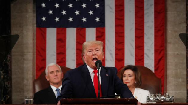 Трамп не исключает возможность второй волны денежных выплат американцам из-за коронавируса