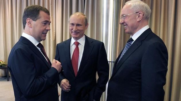 Экс-премьер России Дмитрий Медведев, президент РФ Владимир Путин и Николай Азаров