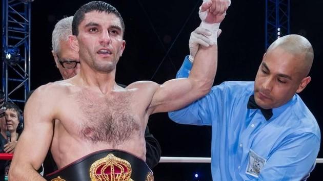Поспешили с анонсом: промоутеры опровергли объединительный бой украинского чемпиона в Китае