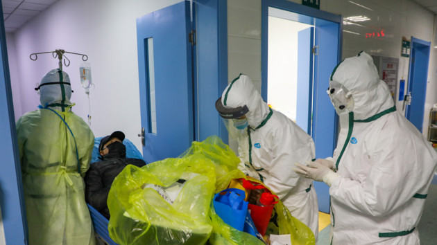 Еще больше смертей: Китай уточнил данные о коронавирусе в Ухане