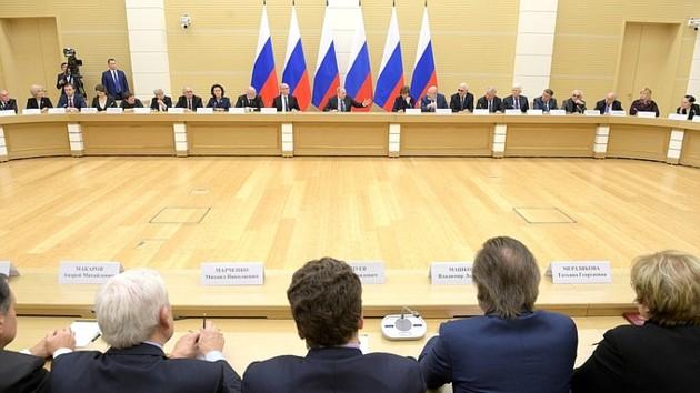 Владимир Путин на заседании комиссии