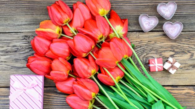 Что подарить на 8 Марта: ТОП-5 идей стильных подарков