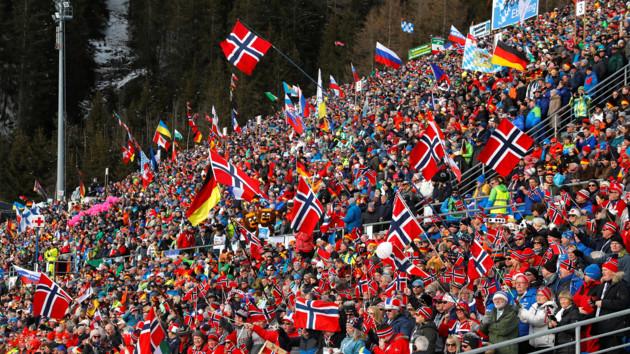 Норвежские фанаты биатлона заполонили Антхольц