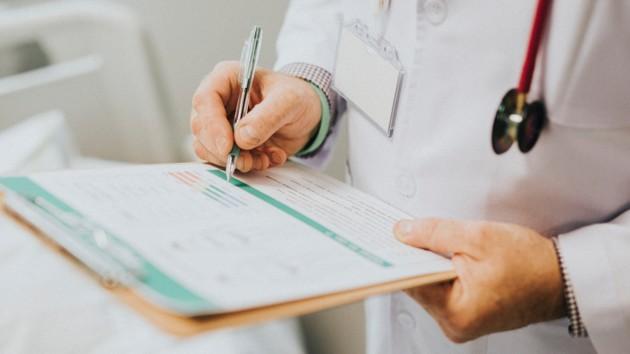 В США назвали симптом, который указывает на легкое течение коронавируса