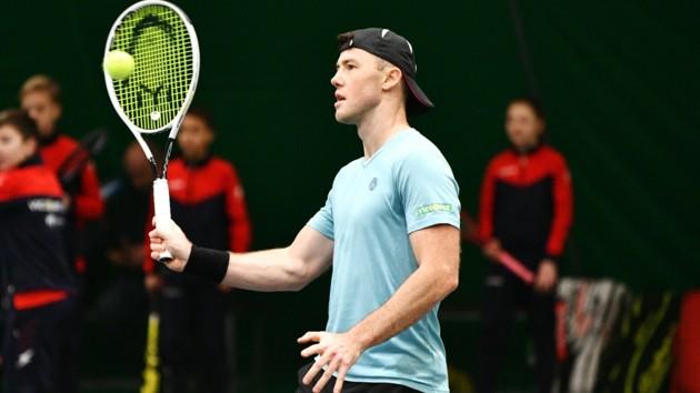 Украинский теннисист после двух с половиной часов тяжелой борьбы проиграл россиянину